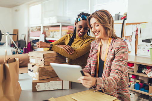 istock Sales Online. Working women at their store. 1193259261