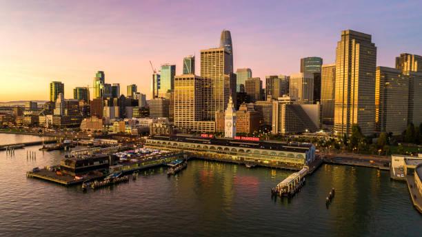 salesforce san francisco skyline - sol nascente horizonte drone cidade - fotografias e filmes do acervo