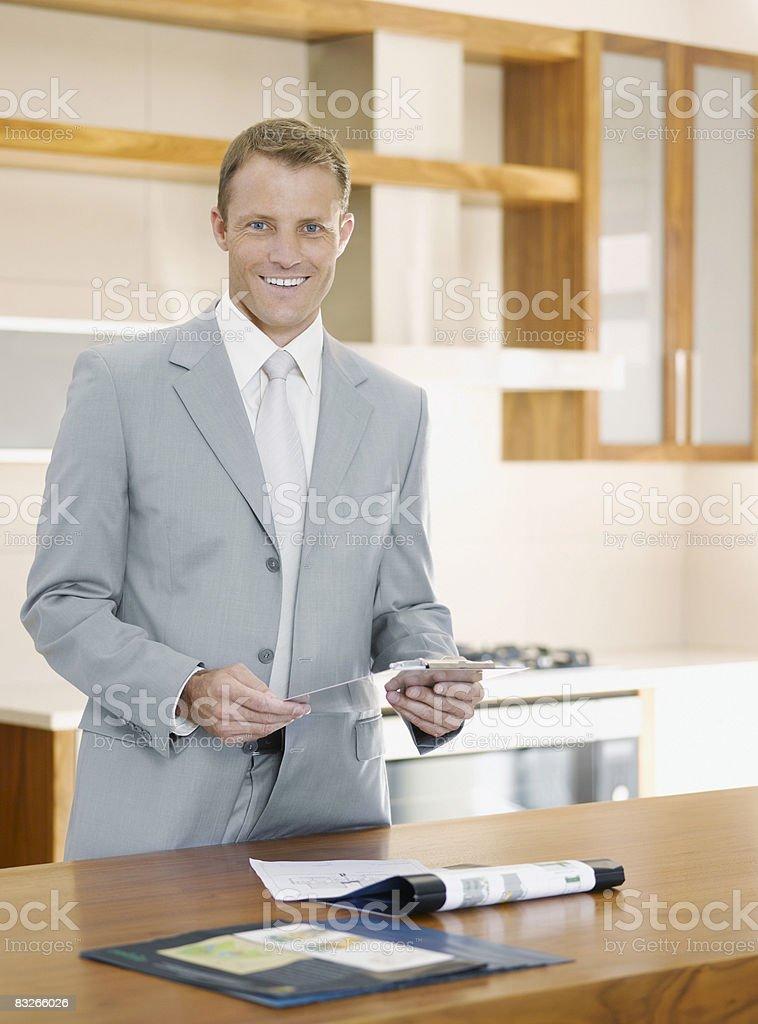 Salesman in interior design showroom royaltyfri bildbanksbilder