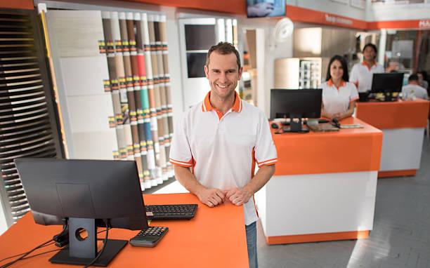 salesman working at a furniture store - laminat günstig stock-fotos und bilder