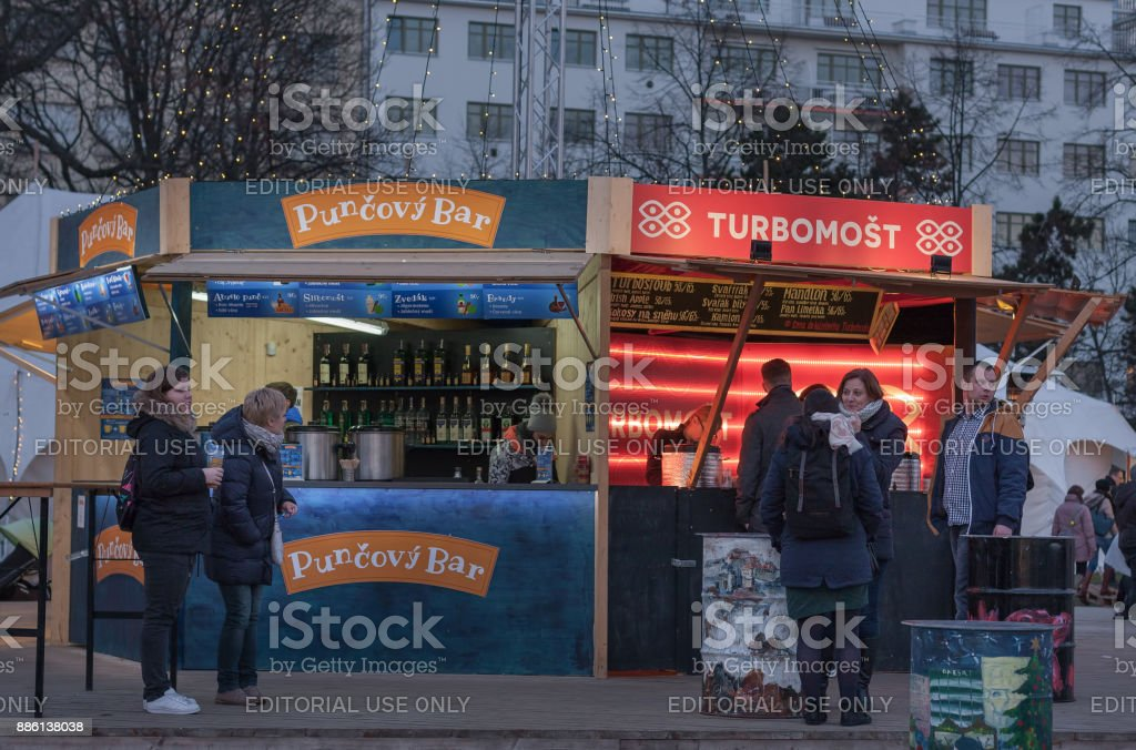 Saleswoman and visitors of punch bar at Christmas market stock photo