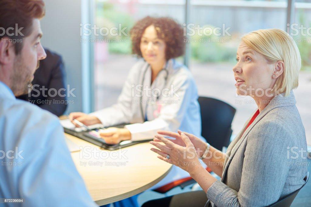 Verkäuferin unterhielt sich mit Ärzteteam – Foto