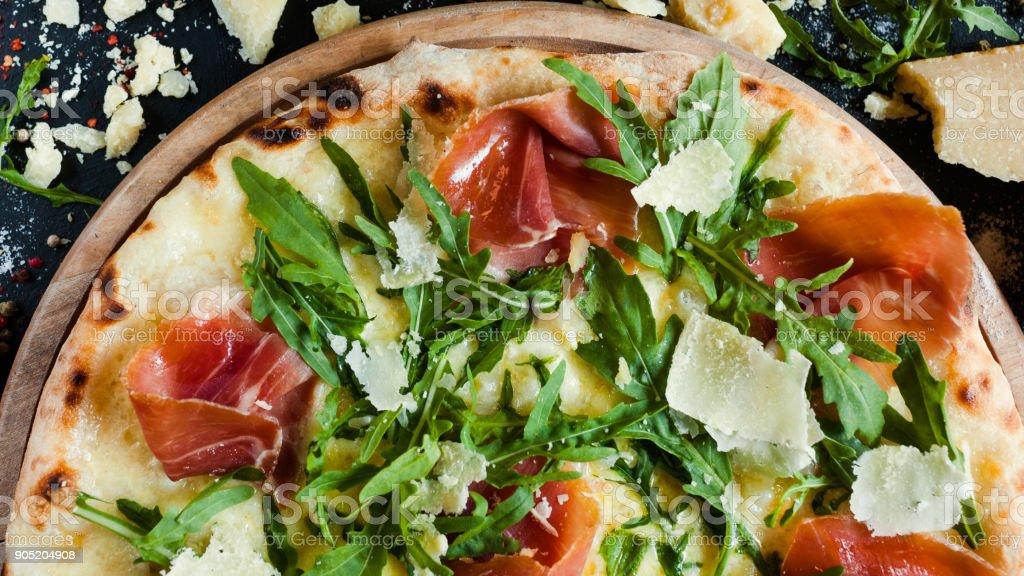 Lachs und Rucola Pizza lecker Restaurant Mahlzeit – Foto
