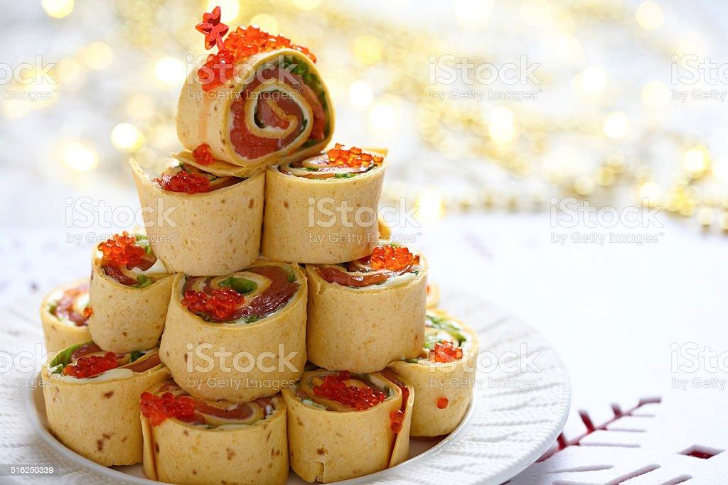 サーモン、クリーム、チーズとアイスバーグレタスピンホイール - おやつのロイヤリティフリーストックフォト