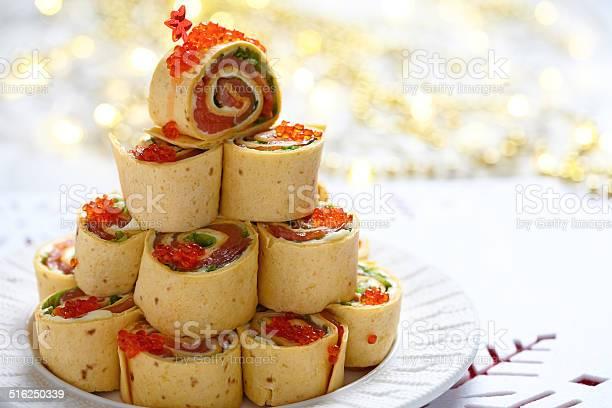 サーモンクリームチーズとアイスバーグレタスピンホイール - おやつのストックフォトや画像を多数ご用意