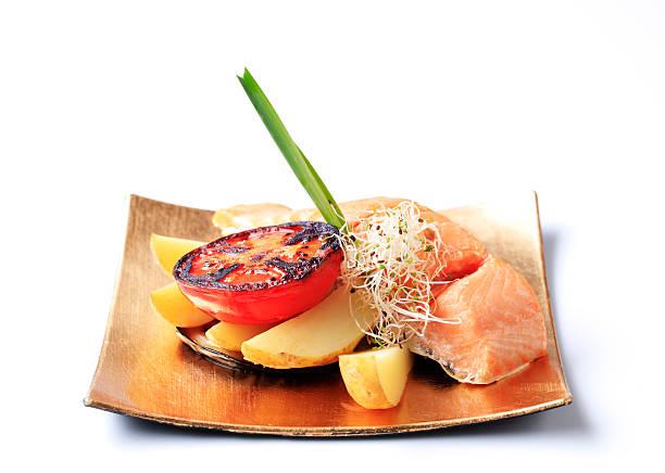 연어 필레, 감자와 - 누벨퀴진 뉴스 사진 이미지