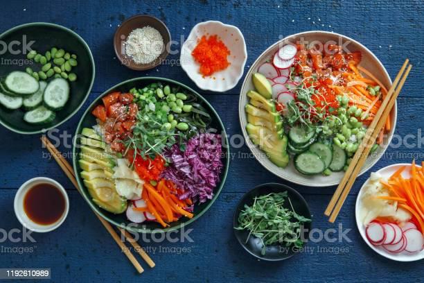 サーモンポークボウル - ご飯茶碗のストックフォトや画像を多数ご用意