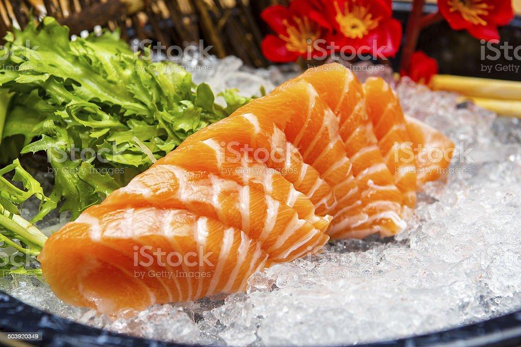 Lachs-sashimi auf Eis – Foto