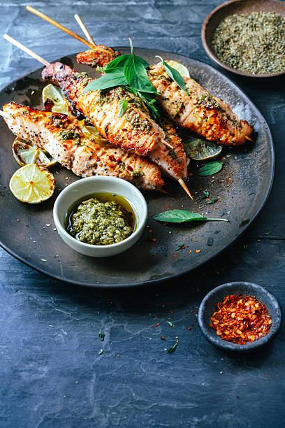 salmão satay - mediterranean food imagens e fotografias de stock