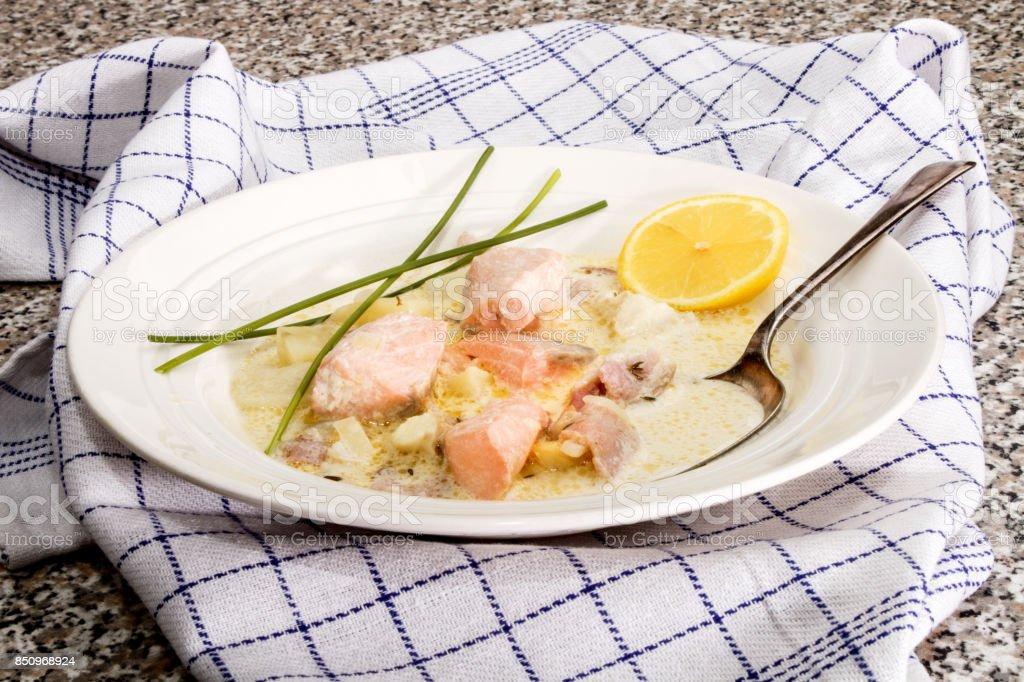 Lachs-Eintopf mit Kartoffeln und dill – Foto