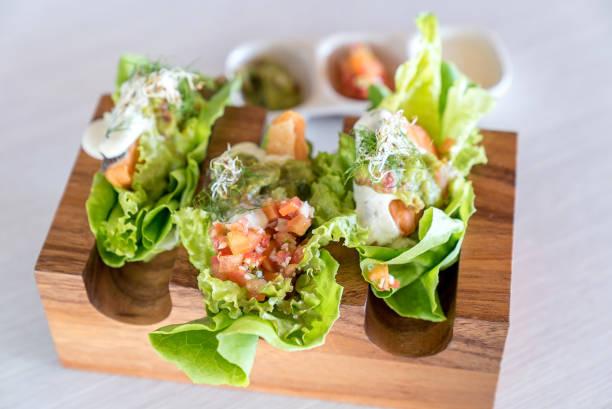 lachs-tacos - meeresfrüchte enchiladas stock-fotos und bilder