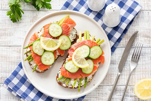 Salmon toast with asparagus and cucumber