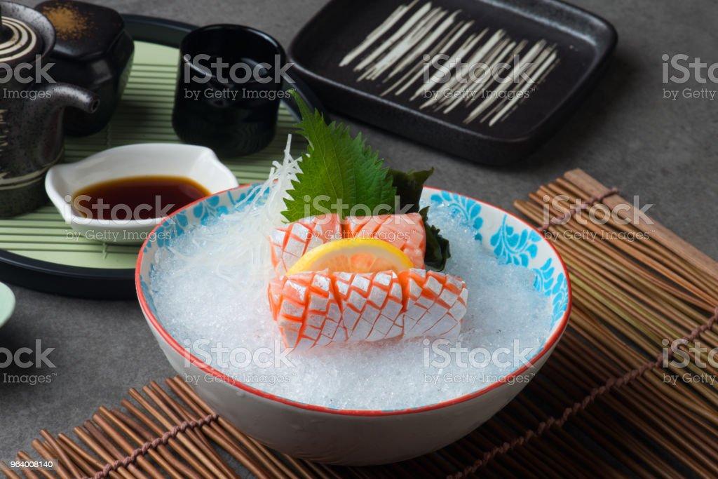 サーモンのトロ、魚腹日本の刺身料理 - ソースのロイヤリティフリーストックフォト