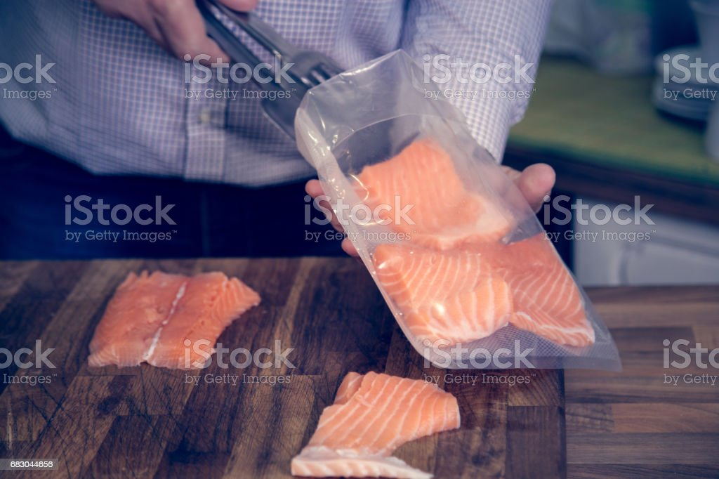Salmon sous vide cooking. foto de stock royalty-free