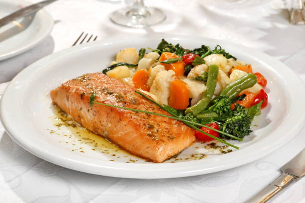 Salmão com legumes salmon with vegetables on the plate main course stock pictures, royalty-free photos & images