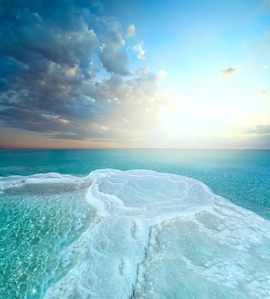 sól pole w morze martwe - morze martwe zdjęcia i obrazy z banku zdjęć