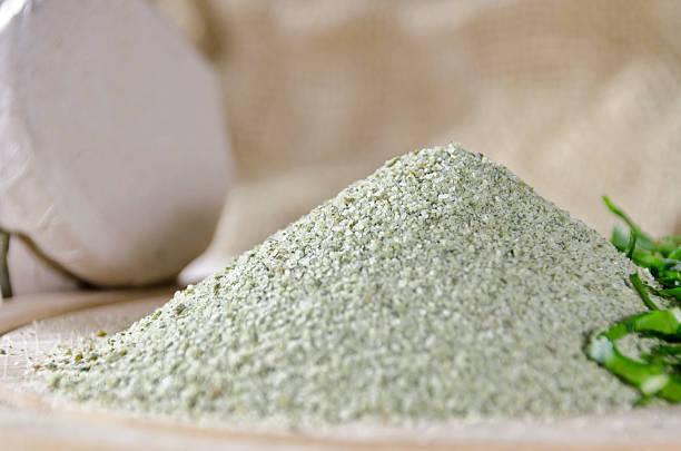 salt - bärlauchsalz stock-fotos und bilder