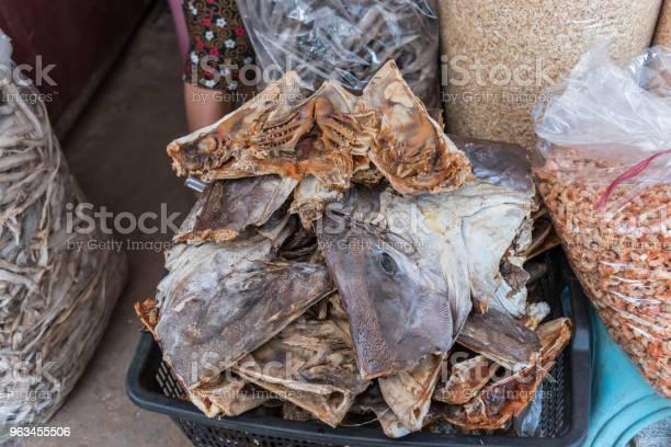 Solone Ryby Na Sprzedaż Na Rynku - zdjęcia stockowe i więcej obrazów Azja