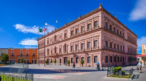 Saltillo Saltillo, Coahuila, Mexico - November 21, 2019: The Pink Palace, state government building in the Plaza de Armas, Saltillo coahuila state stock pictures, royalty-free photos & images