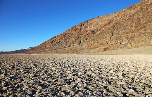 バッドウォーターの塩味の表面 - アメリカ合衆国のストックフォトや画像を多数ご用意