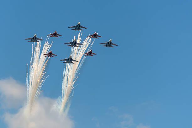 Saludamos Acrobático equipo Vencejos - foto de stock