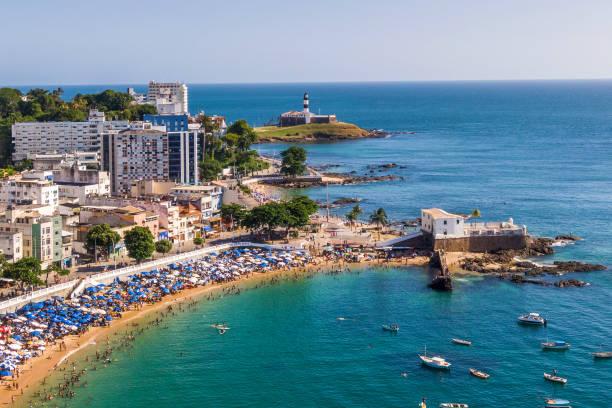 Salvador da Bahia, Brasilien, Aerial View of Porto da Barra Beach und Leuchtturm von Barra – Foto