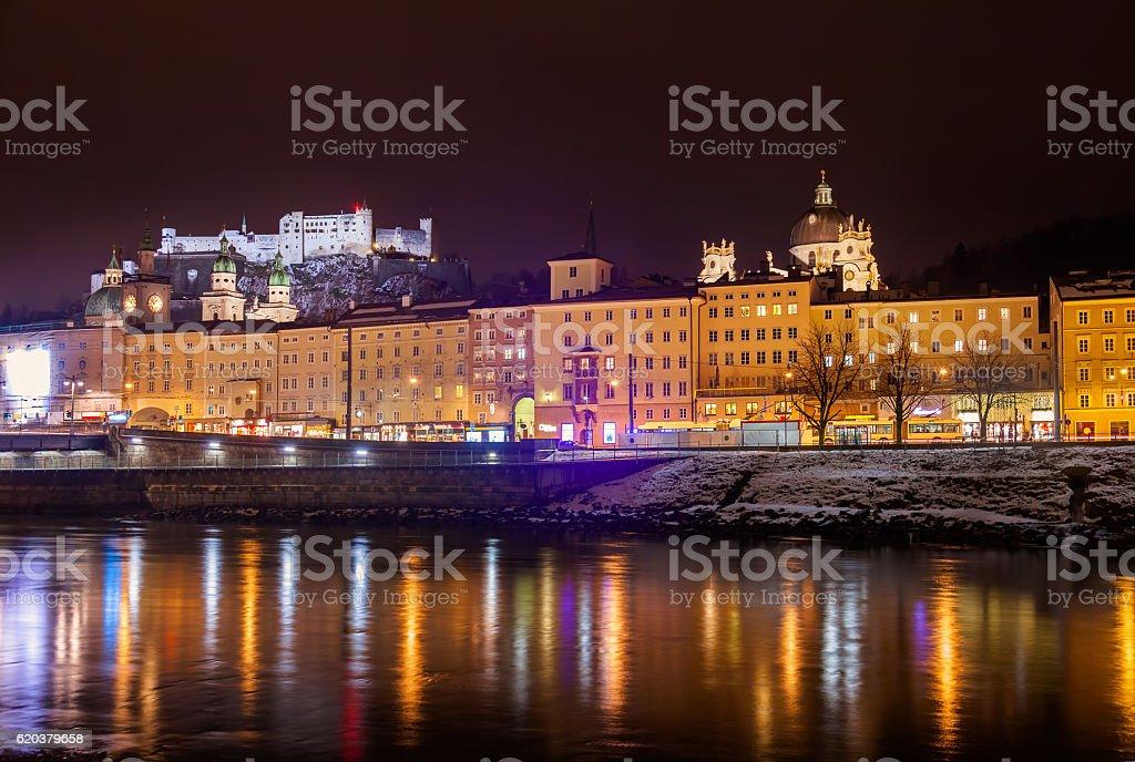 Salzburgo Áustria à noite foto de stock royalty-free