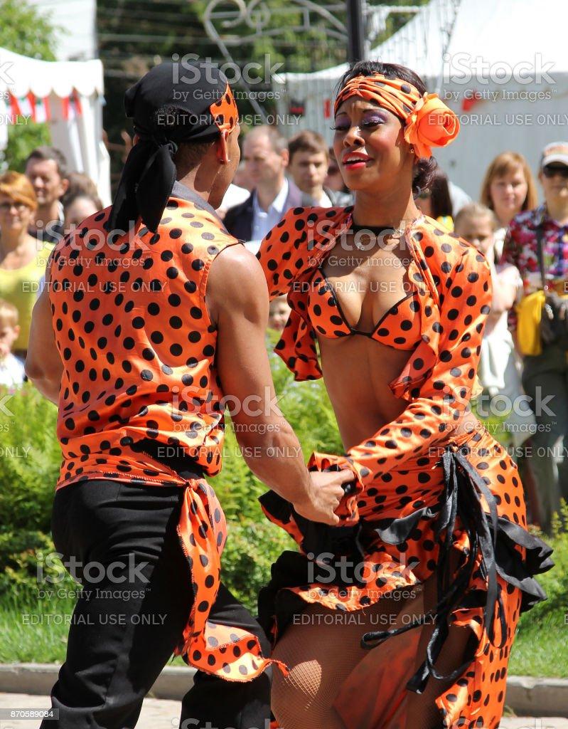 Samba dansers op een straat festival foto