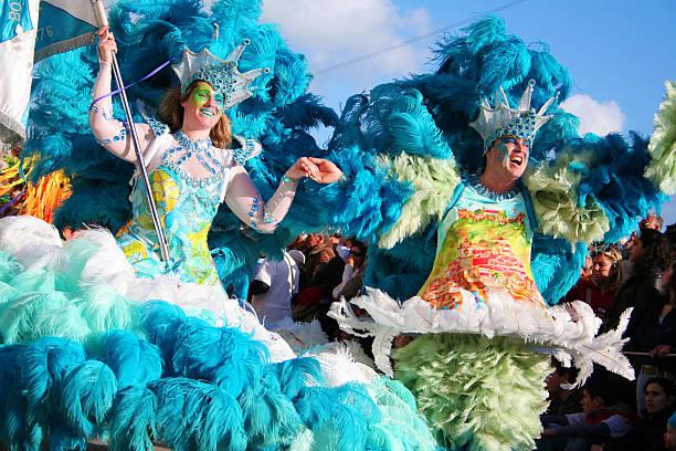 Sambistas no carnaval do Brasil - foto de acervo