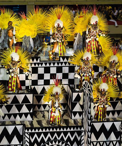 samba char de défilé en sambadromo, rio de janeiro, brésil - carnaval de rio photos et images de collection