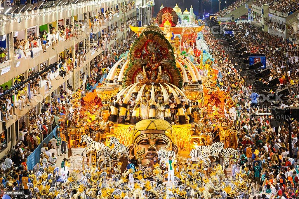 Escola de Samba apresentação Sambodrome Carnaval no Rio de Janeiro - foto de acervo