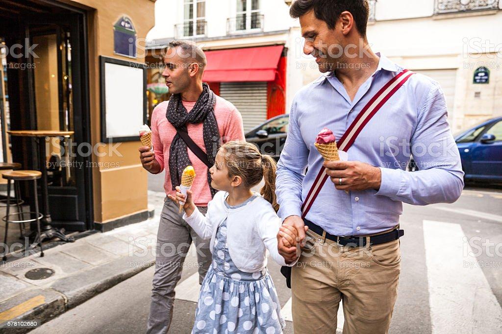 Same sex family spending a day outdoor in Paris downtown - Photo de 10-11 ans libre de droits