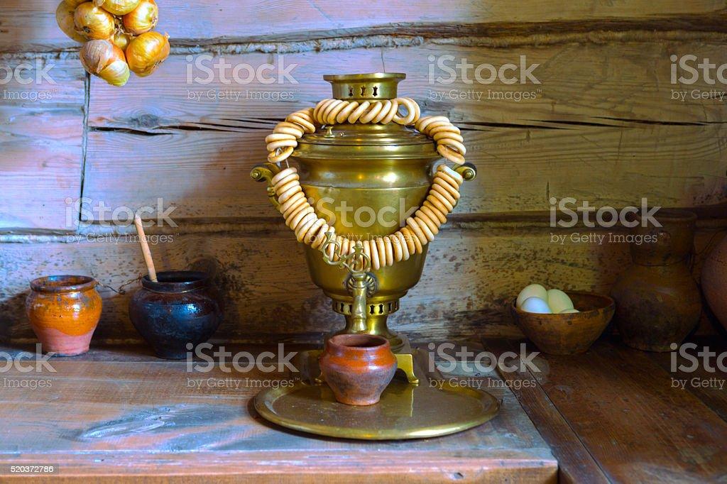 Samowar mit ring-förmige roll. Traditionelle Russland-Teekanne – Foto