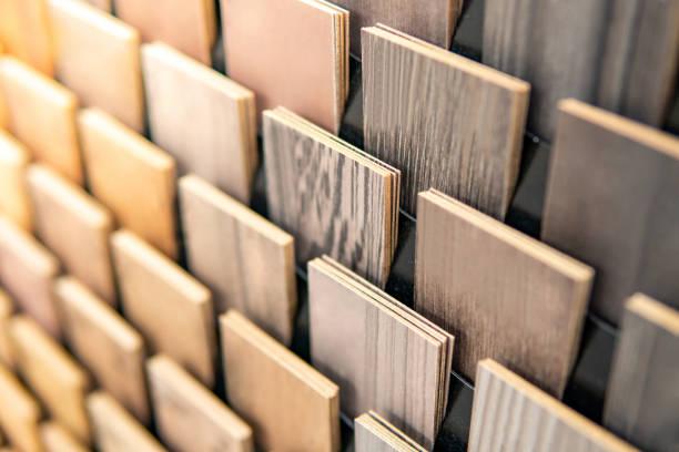 나무 마분지의 견본. 실내 건축 및 건축 또는 가구 끝마무리 디자인 개념을 위한 나무로 되는 합판 제품 베 니 어 물자 - 목재 재료 뉴스 사진 이미지