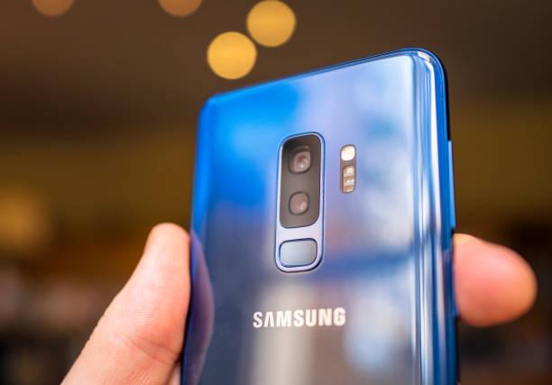 samsung s9 + smartphone dual-kamera-objektive - fotohandy stock-fotos und bilder
