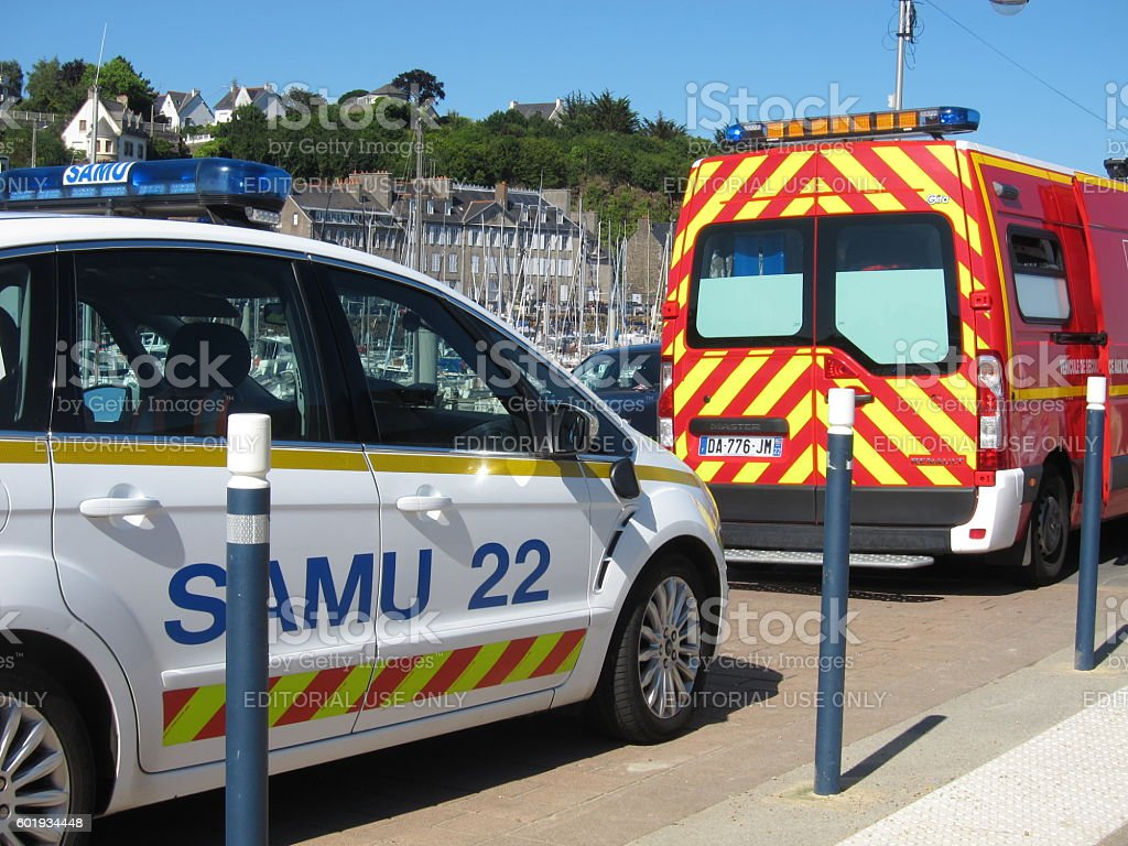 samu car and firefighters - Photo