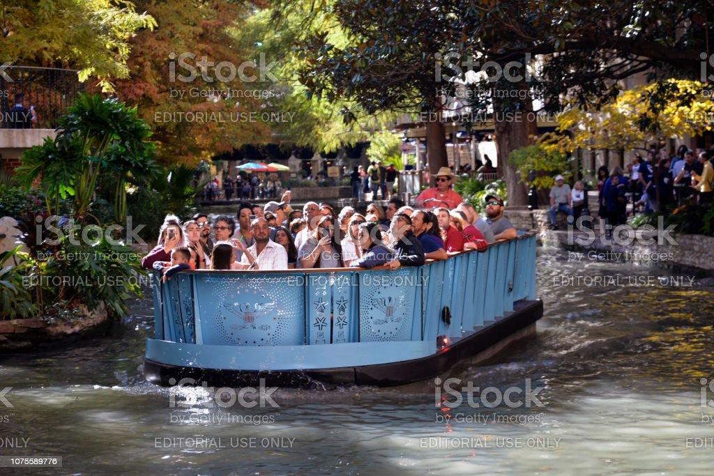 san antonio riverwalk boat tour