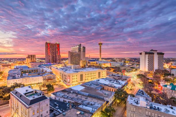 San Antonio, Texas Skyline San Antonio, Texas, USA downtown city skyline at dusk. san antonio texas stock pictures, royalty-free photos & images