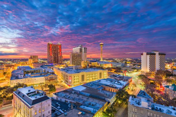 San Antonio, Texas, USA Skyline at dusk. San Antonio, Texas, USA Skyline at dusk from above. san antonio texas stock pictures, royalty-free photos & images