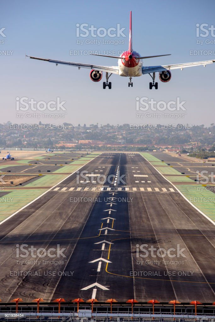 Vista aérea do Aeroporto Internacional de San Diego - foto de acervo