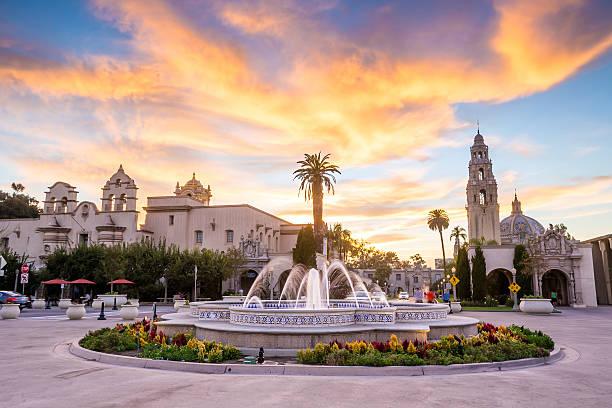 De San Diego, o Balboa Park, no crepúsculo em San Diego, Califórnia - foto de acervo