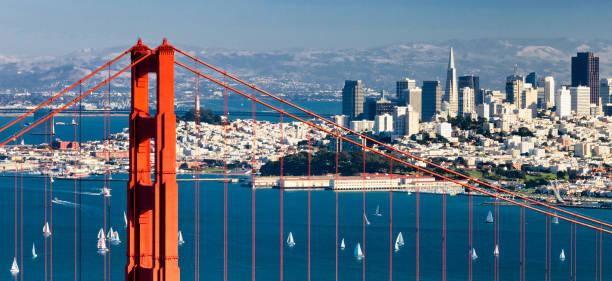 san francisco panorama w de golden gate bridge - san francisco californië stockfoto's en -beelden