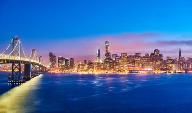 skyline de san francisco en la puesta del sol, california, eeuu - oakland fotografías e imágenes de stock