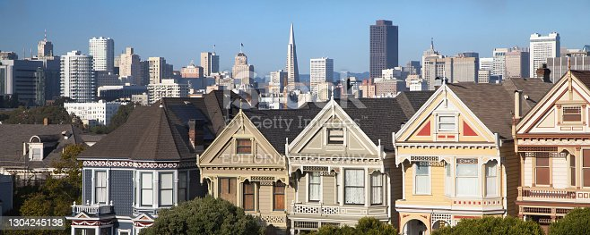 San Francisco skyline from Alamo Square, with the famous Painted Ladies in the foreground, San Francisco, California, United States.