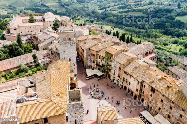 San gimignano is a medieval town in tuscany picture id999132384?b=1&k=6&m=999132384&s=612x612&h=i8fpdantx31fepx6bskzn9nf31fdt5oh7bymrepsmt8=