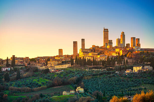san gimignano town skyline and medieval towers sunset. tuscany, - immobilien toskana stock-fotos und bilder