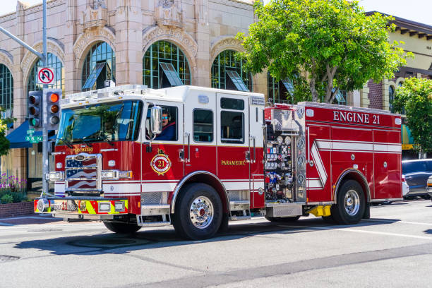 san mateo fire department vehicle travelling through the city - dept stock pictures, royalty-free photos & images