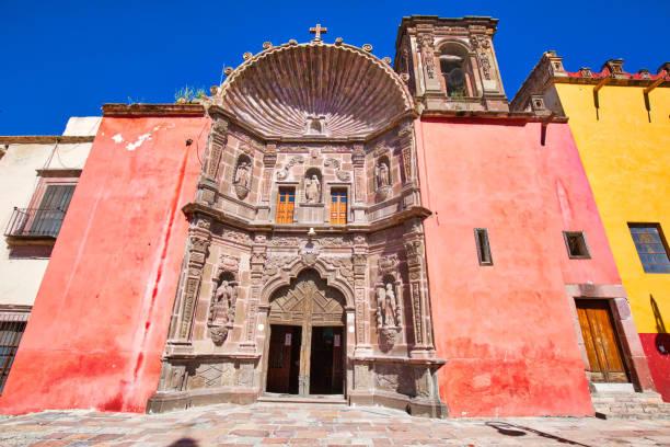 san miguel de allende, nuestra senora de salud kilise tarihi şehir merkezinde - salud stok fotoğraflar ve resimler