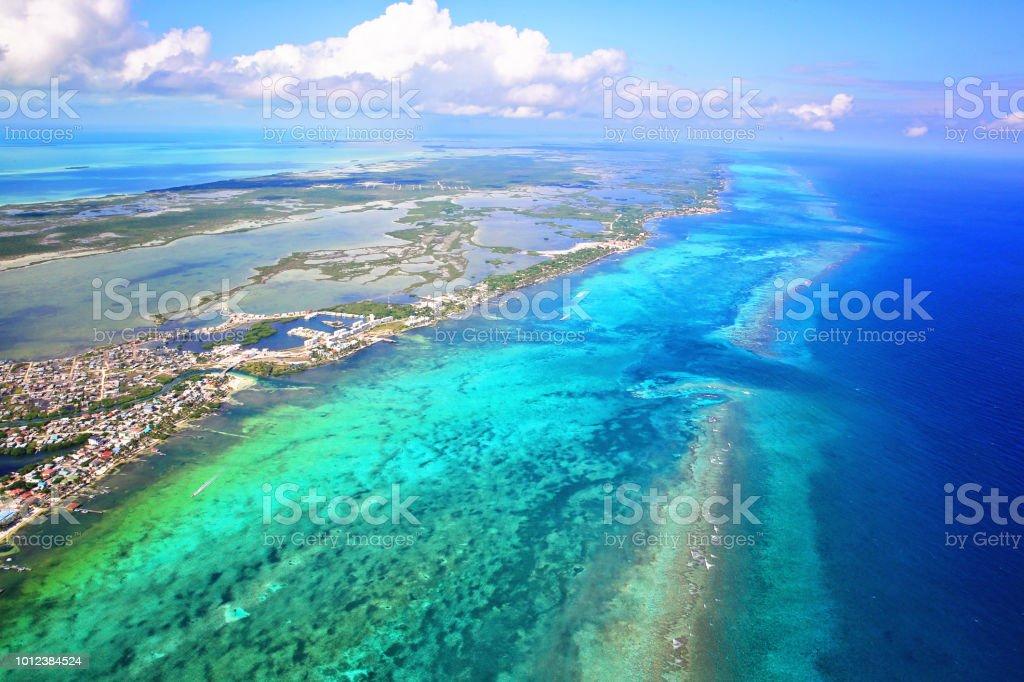 Ciudad de San Pedro, Ambergris Caye, Belice, Barierr Reef, mar Caribe - foto de stock
