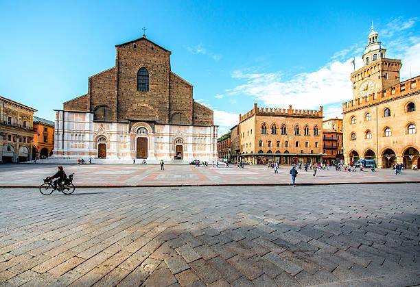 san petronio church in bologna - bolonia zdjęcia i obrazy z banku zdjęć